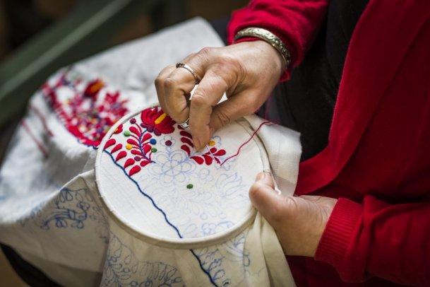 557ae48970 Matyó örökség - a hímzés, viselet, folklór továbbélése. Fotó: Farkas-Mohi  Balázs